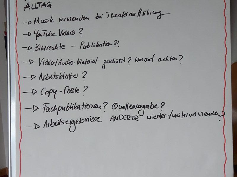 """Foto """"Urheberrecht: Verletzungen im pädagogischen Alltag"""" von Klaas Opitz für Projekt SynLLOER (uhh.de/synlloer) unter der Lizenz CC BY-SA 4.0 (https://creativecommons.org/licenses/by-sa/4.0/legalcode)."""